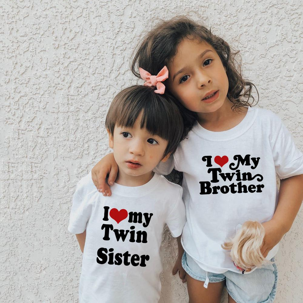 I corazón mi hermana gemela de impresión de Brother Hombres Mujeres Tops manga corta del O-cuello ocasional de los niños Niños camiseta ropa de los niños Nave de la gota