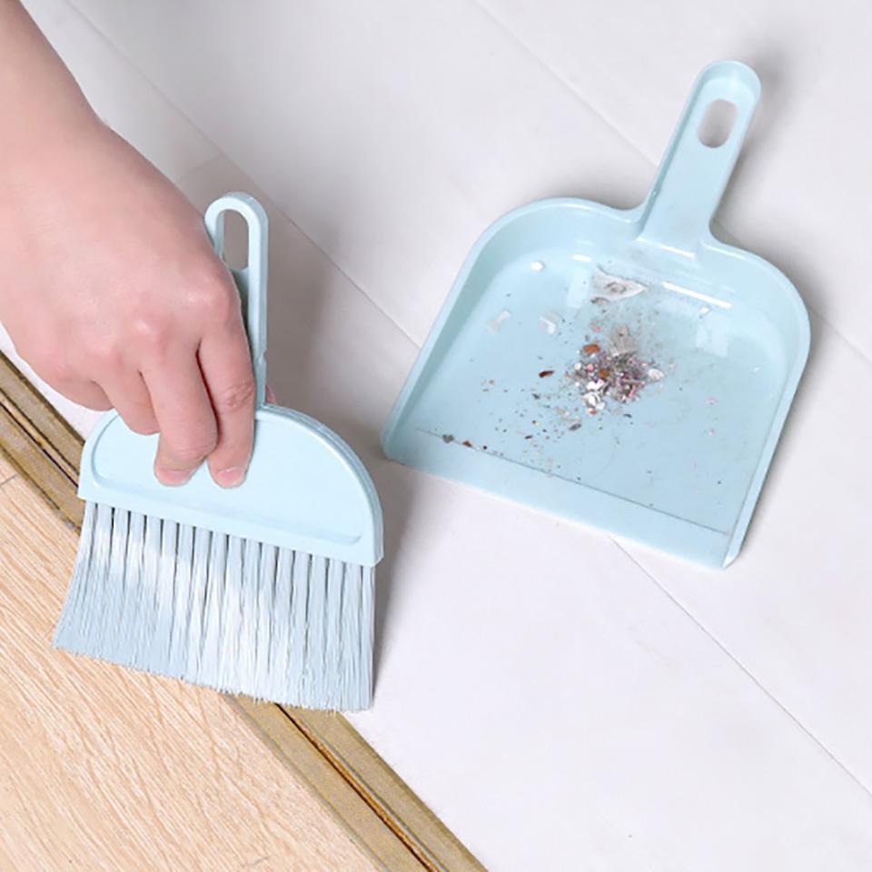 الاجتياح 2PCS مجموعة سطح المكتب الصغيرة فرشاة تنظيف المجرفة البلاستيك النايلون المقشة الجدول ركن البسيطة الغبار منظف المجارف