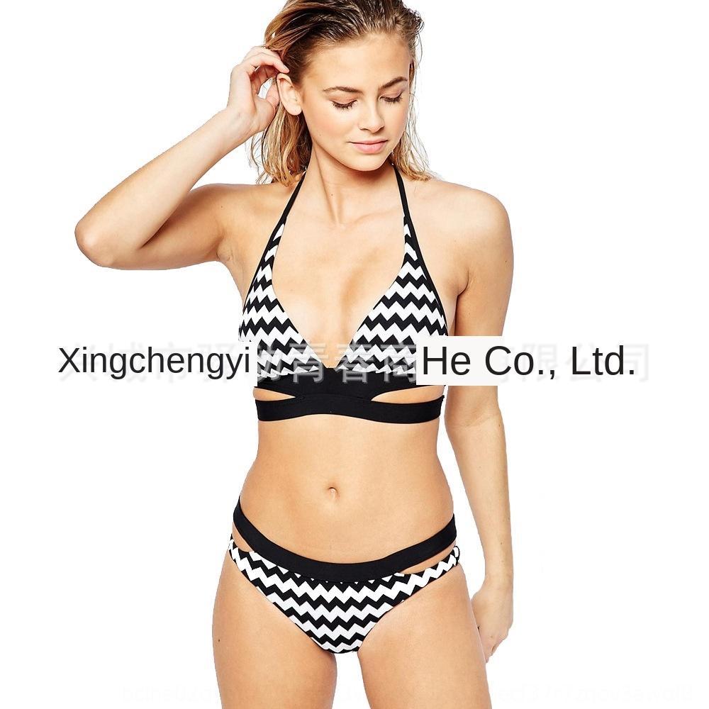 corrugado traje de baño Negro impresa en blanco y negro de las mujeres de rayas y un bikini traje de baño blanco a rayas de las mujeres imprimen corrugada bikini