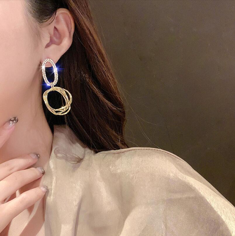 Neueste Oval-Muster-Frauen-Ohrringe arbeiten Shinning Charme-Dame-Anhänger-Bolzen-Partei-Bankett Klassische Mädchen Ohrring