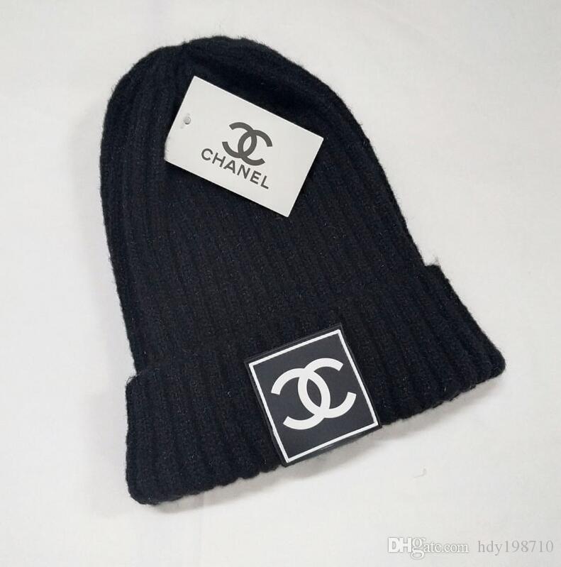 Cappelli invernali lavorato a maglia pelliccia Poms Beanie uomini e le donne marchio di lusso cavo Slouchy Skull tappi di moda per il tempo libero all'aperto Beanie Cappelli 3335