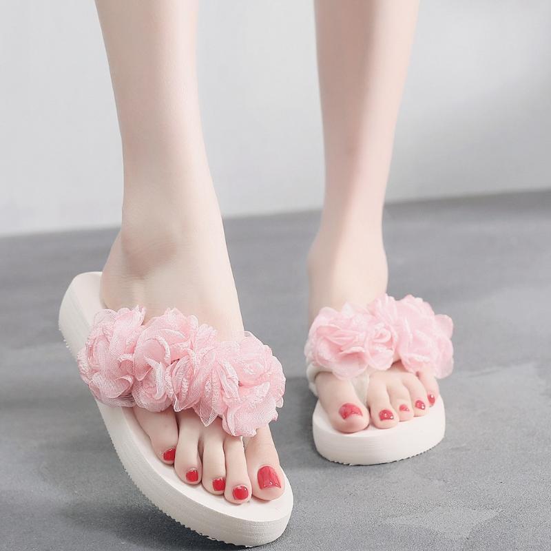 Женщины тапочки 2020 обувь мягкая пляжная обувь розовый новый маффин тапочки кружева цветок сандалии клинья вьетнамки платформа