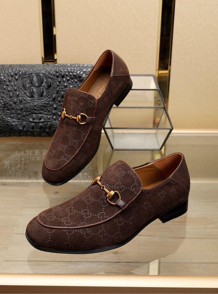 18SS Designer 2019 neueste Art und Weise Männer Formal Mariage Hochzeit Schuhe Qualitäts-Spitze Zehe-Geschäfts-Schuhe Männer Loafers Oxford-Schuhe