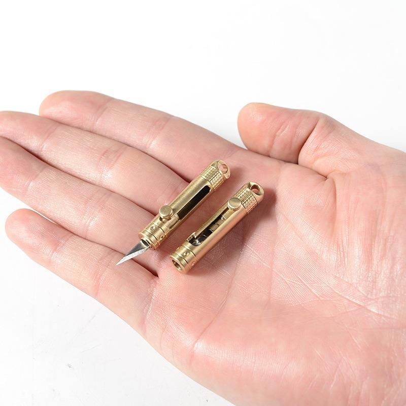Laiton Keychain extérieur Couteau de poche Porte-clés Outils multifonctions Porte-clefs Hommes portable de haute qualité Porte-clés Femmes Mini Métal
