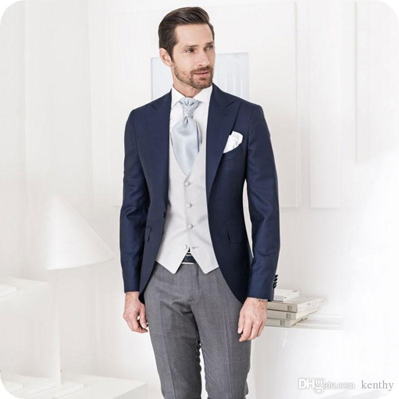 Nazik Mavi Erkekler Suits Düğün Smokin Damat Giyim Peaked Yaka 3piece Slim Fit Groomsmen Kıyafet Damat Suits Gri Pantolon Erkek Blazer Ceket