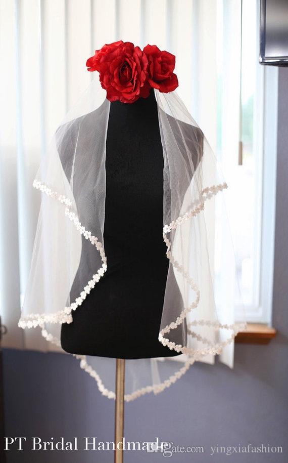 Designer di vendita migliori elegante di due strati Pearl lunghezza delle dita di Applique bordo lega pettine bianco avorio Meidingqianna Marca Veils nuziale