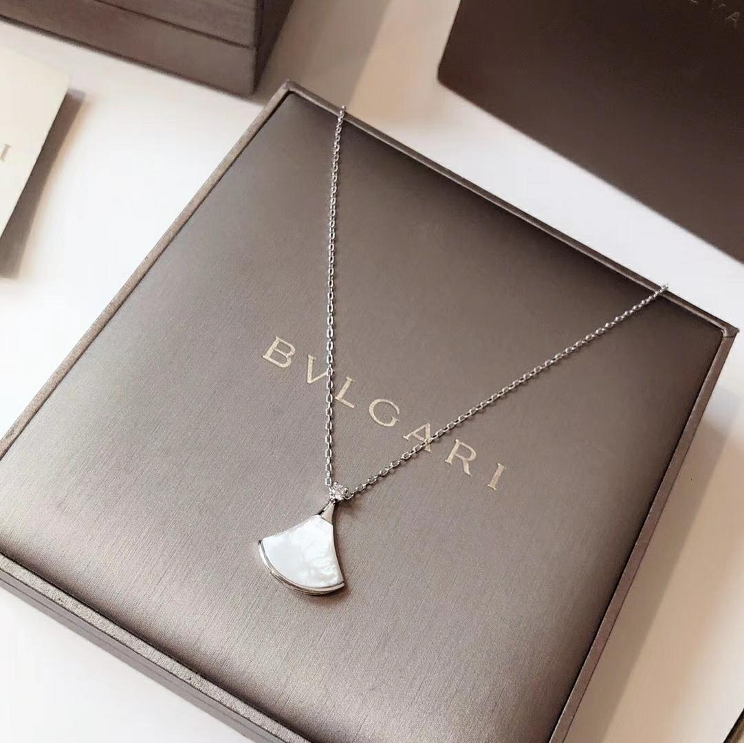 women Necklace 2019 Autumn and Winter Hot Fashion Letter Accessories WSJ029 Personality Charming White Fan Necklace