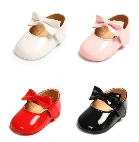 Nacidos de los bebés zapatos de cuero de la PU de la hebilla de color rosa primeros caminante con el arco rojo Negro Blanco con suela blanda zapatos del pesebre antideslizantes
