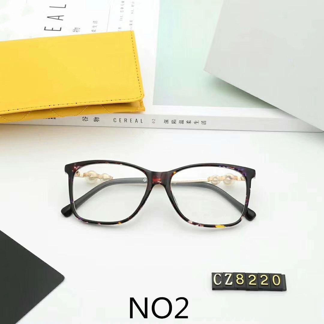 نظارات الجملة فاخر مصمم النظارات الشمسية الأزياء الأنيقة الزينة نظارات القصيرو البصر بصريات زجاج نموذج C8220 4 اللون الاختياري مع صندوق