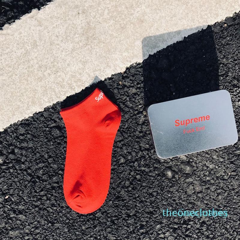 Commercio all'ingrosso di nuovo amante Nero Bianco Rosso Skateboard Calzini Teenager Sport Hip Hop casual Calze con la scatola