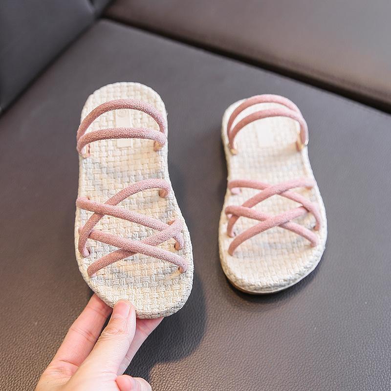 Детские сандалии и тапочки 2020 летом новые девушки носят модные плоские тапочки в детских мягкой подошвы сандалии