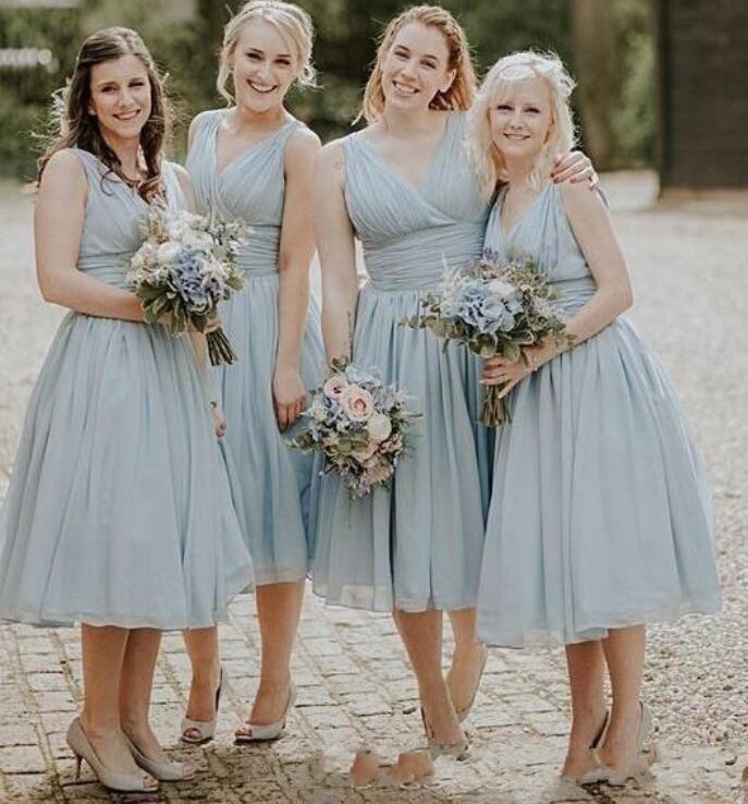 Пыльный синий шифон Длина чая Страна Платья для подружки невесты Плюс Размер Пляжная свадьба Платья для гостей Фрейлина Вечерние платья на заказ