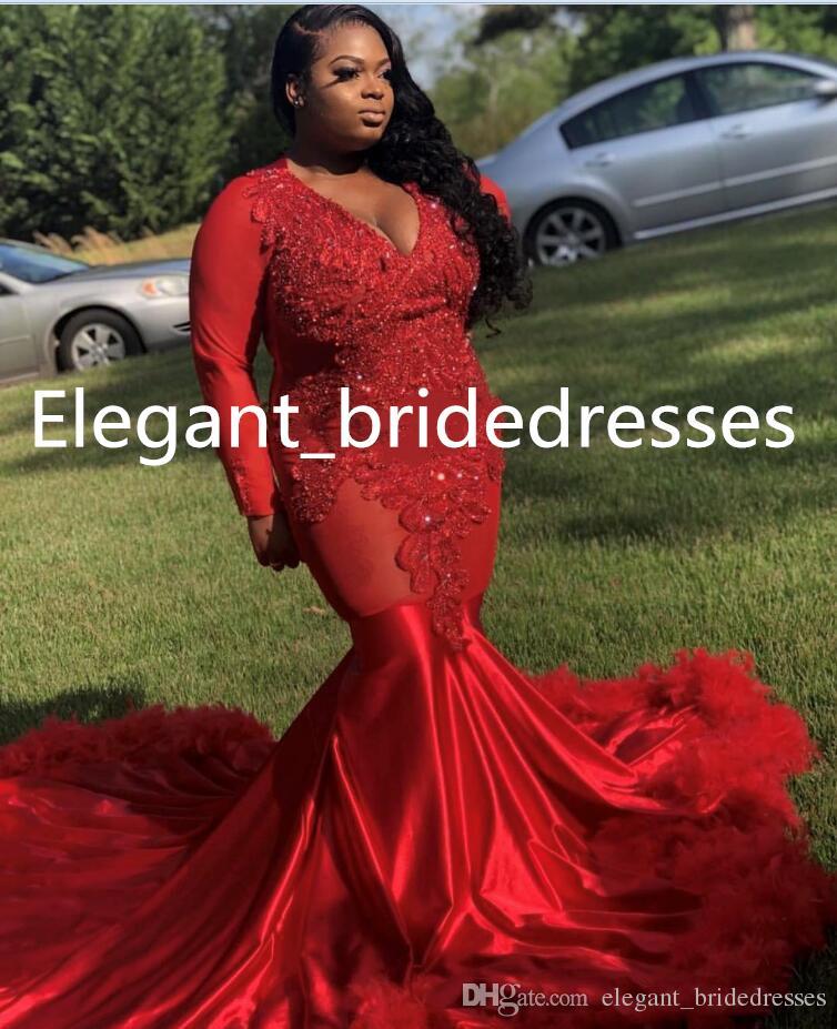 Rote Feder-Meerjungfrau-Abschlussball-Kleider appliziert Südafrika formales Abendkleid V-Ausschnitt Sweep Zug Anlass Partykleider Graduation Dresses