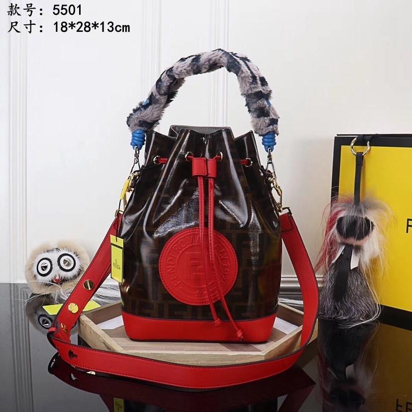sacs à bandoulière portables Incliné de haute qualité à pied sacs à main de lapin cheveux spectacle sac Barrel