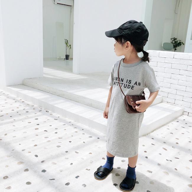 Korean Art-Baby Buchstaben gedruckt langen T-Shirt Kleider Kinder Baumwolle Freizeitkleidung Art und Weise Kinder Backless Gerade Kleid T200624