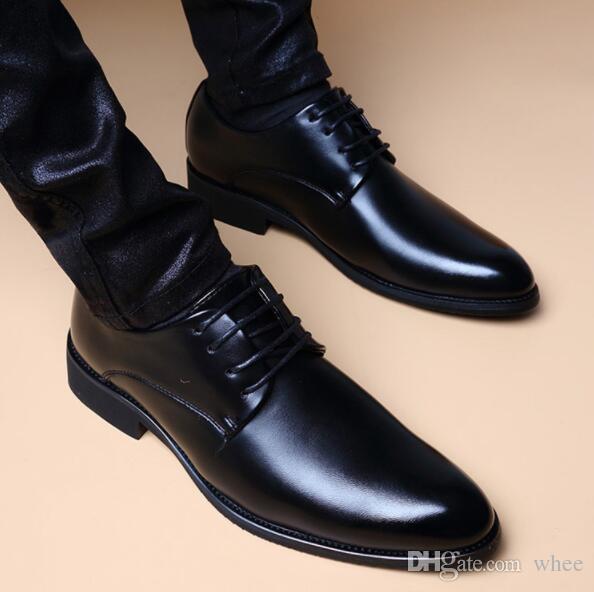 2019 ventas calientes del otoño Negro hombres de lujo mocasines zapatos de vestir de los hombres zapatos de cuero planos # 228