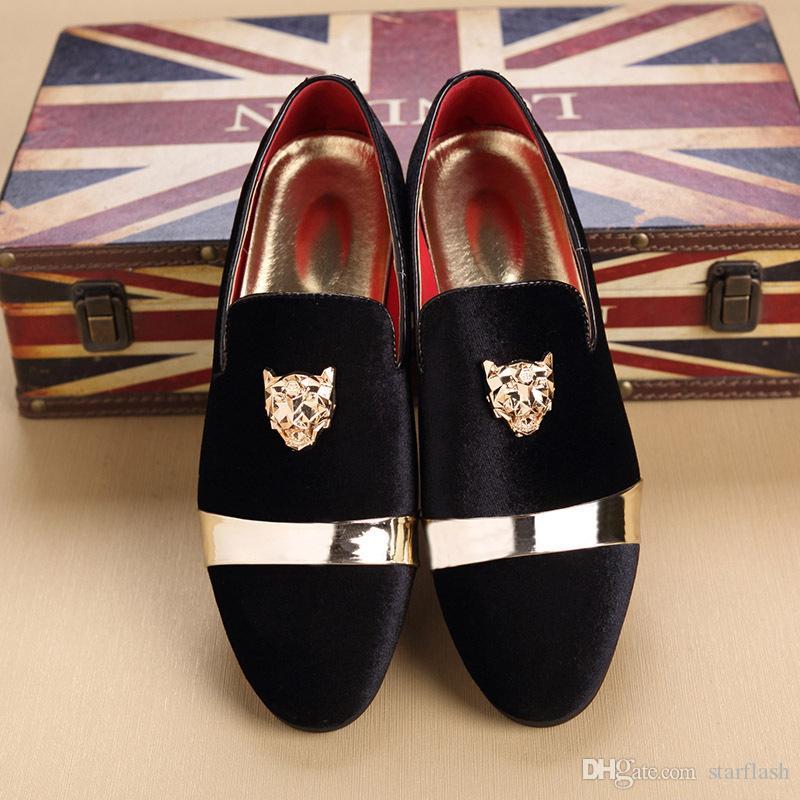 Plus Size Mocassini eleganti uomo Scarpe eleganti Italian Designer Animal Metal Buckle Toe Mocassini in velluto Oxfords Shoes Mocassini matrimoniali Q-215