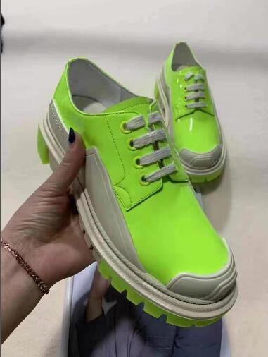Vari stili di lusso del progettista dei pattini casuali Mens delle donne degli addestratori della piattaforma del cuoio scarpe piane Chaussures qualità eccellente Suede Sneakers