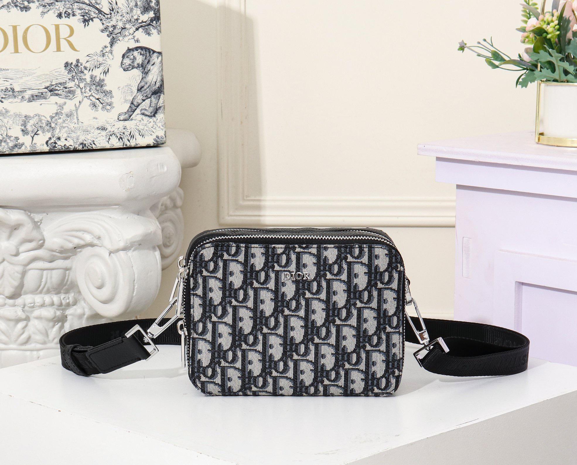 2020 migliore del sacchetto delle donne di qualità del progettista di lusso sacchetto del messaggio Genuine Leather Mens marca a caldo le borse del progettista zaino 17-12-6cm