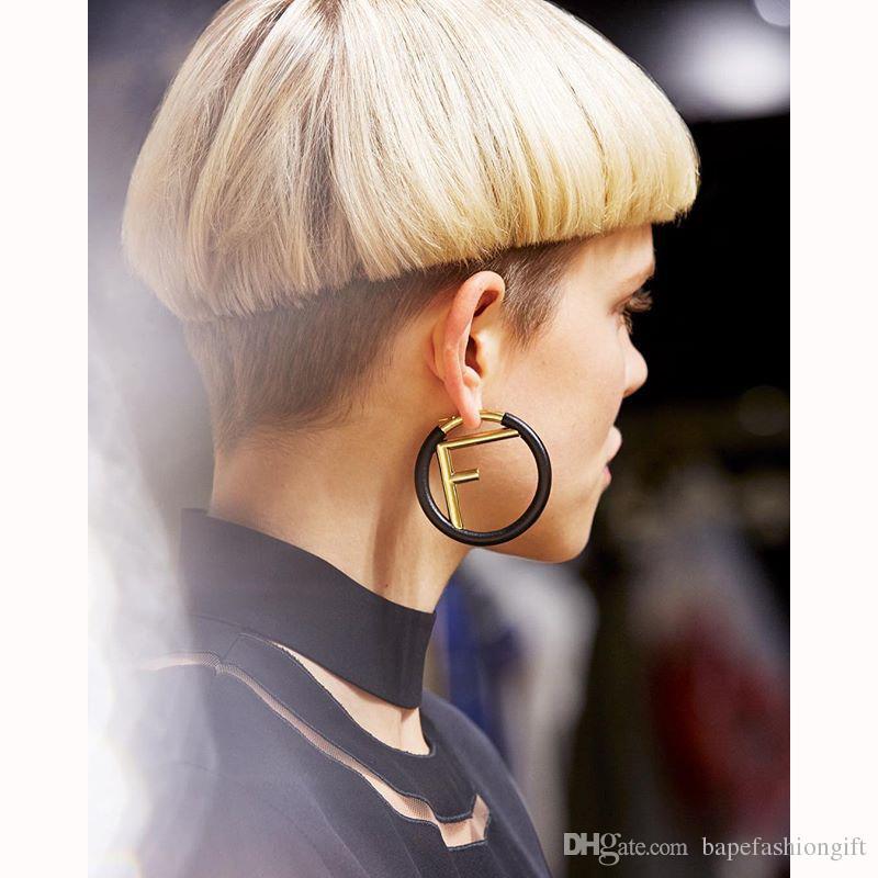 Avrupa ve Amerika Tarzı Moda Küpe F Harfi Kişilik Büyük Daire Küpe ile Kadınlar için Lady INS Stil Küpe