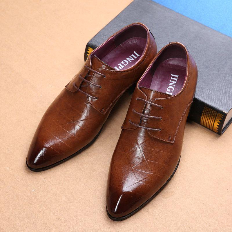남자의 가죽 신발 명품 영국의 벨트 정장 비즈니스 캐주얼 남자 신발 디자이너 한국의 결혼식 연회 신발
