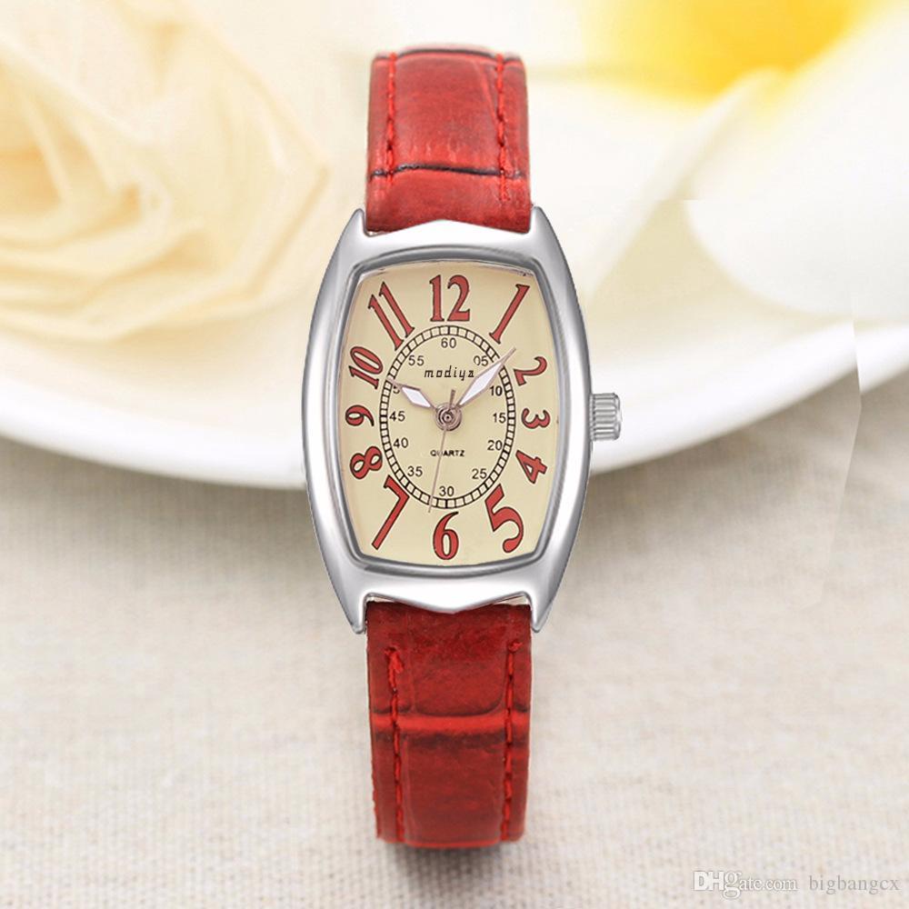 Luxus Frauen Uhren Barrel Square Dial Alloy Damen Armbanduhr Einfache Große nemerale Mädchen Tonneau Stil Leder Quarzuhr