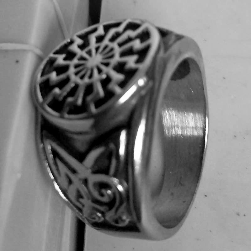 2020 neuer europäischer und amerikanischer Ring neuer Mens Ring Art und Weise Retro- Viking Ring Wholesale Factory Direct US-Größe
