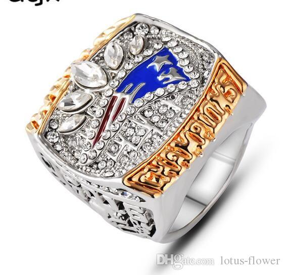 Los fanáticos de la moda europeos y estadounidenses suenan el anillo del campeonato Patriot Super Bowl 2016