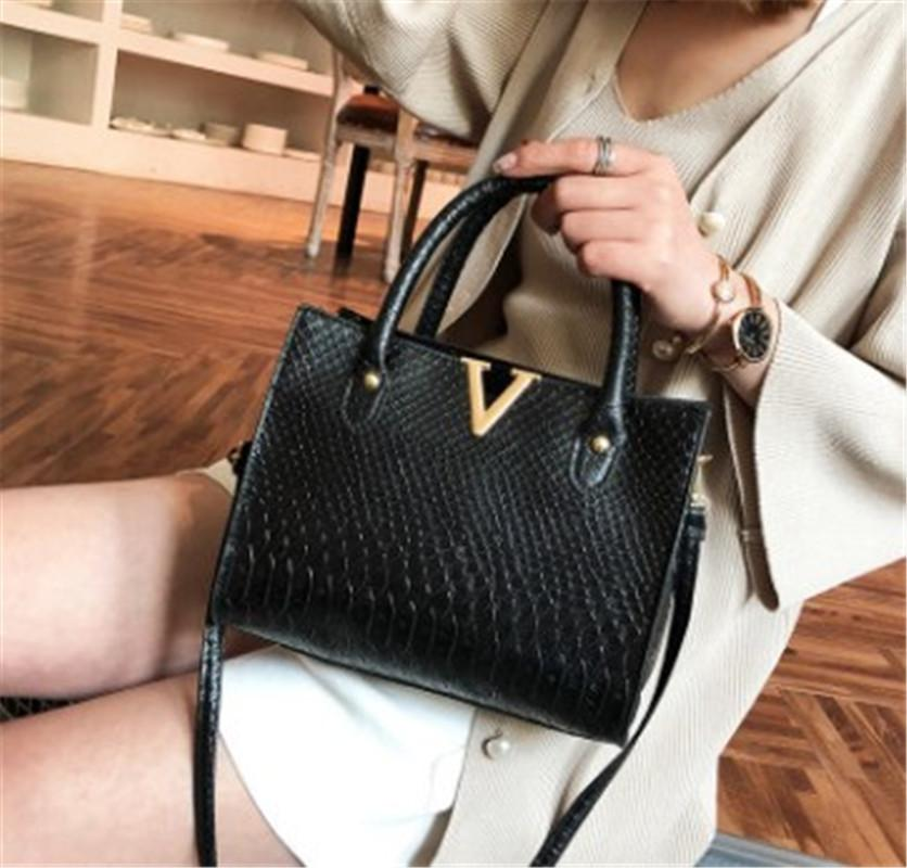 Designer Crossbody Bag Luxury Handbag Purses Womens Leather V Letters Designers Handbags Girls Bags Luxury Quality New Arrival Factory Price