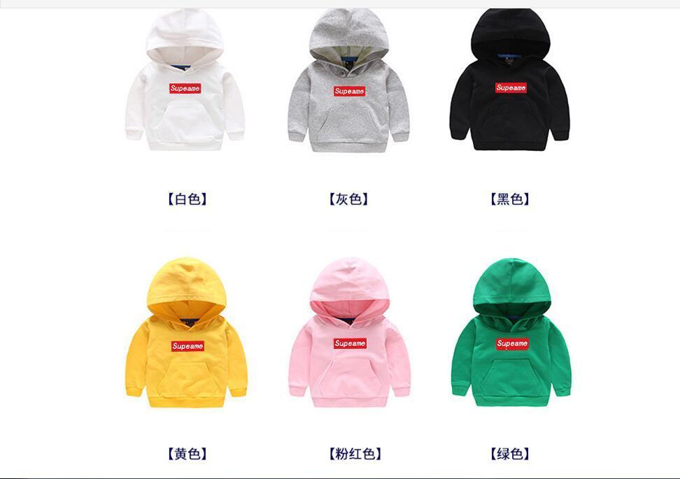 Nueva guardia de ropa infantil en otoño