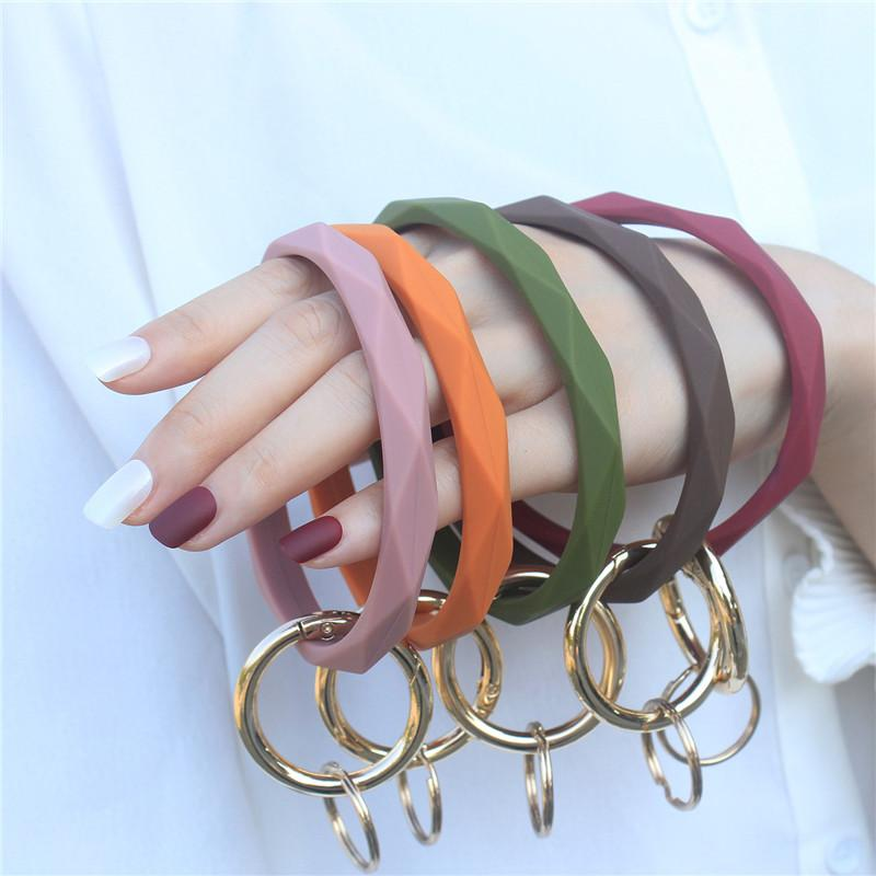 Silicone Bracelet Keychain Wrist Key Chain Round Circle Twist Bangle Key Ring Key Holder for Woman Wrist Strap Bracelets 300pcs T1I2073