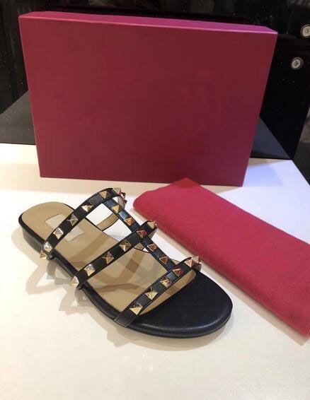 2019 Novo Popular das Mulheres Rebite Plana Valen Alpercatas Sapatos Chinelos Casuais Sandálias de Couro Flip Flop 35-41