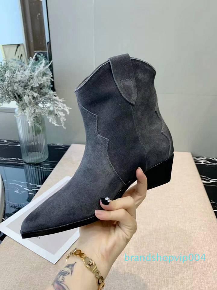 Yeni en iyi ayakkabı tasarımcısı en kaliteli mat deri yüzü klasik botlar Retro alçak topuklu rahat bayan parti moda botları 35-40 sivri