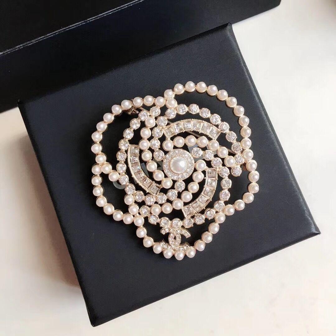 Wholesale- Designer Broschen Frauen Charme Dame Luxus-Designer-Schmuck Broschen Pin für heißen Verkauf Luxus-Designer-Broschen Hochzeitsgeschenk
