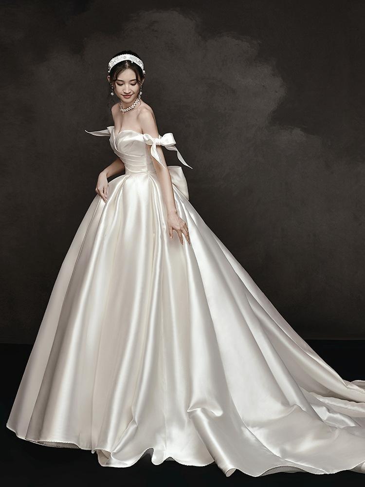 2020 최고 품질 우아한 화이트 새틴 웨딩 드레스 Bowknot V-네클라인 오프 숄더 웨딩 드레스 BLN004
