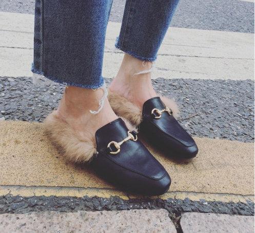 Kadın Kürk Terlik Peluş Ev Terlik Katır Kadın Düz Rahat Ayakkabılar Üzerinde Kayma İngiliz siyah Toka Loafer Kadın Açık Terlik kış