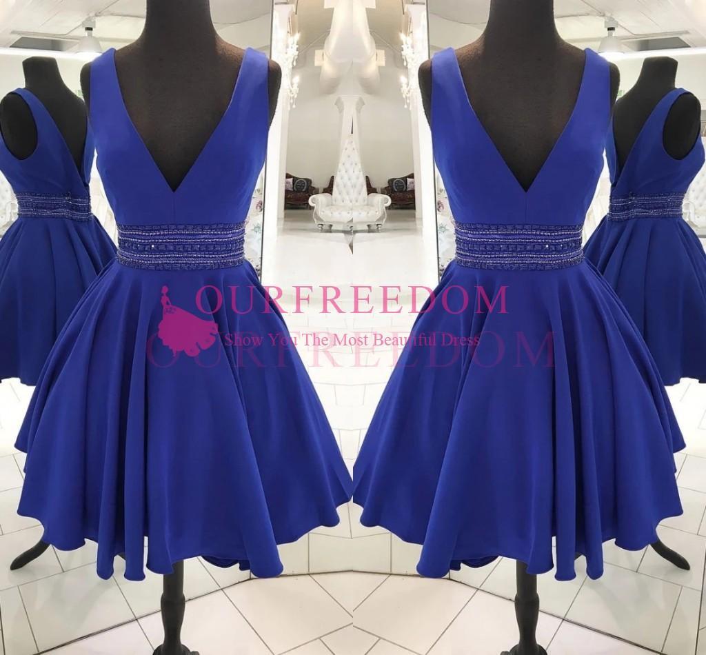 2020 élégant bleu royal col en V robes de bal avec la taille perlée cristal court court Satin Prom Party filles robes de graduation sur mesure