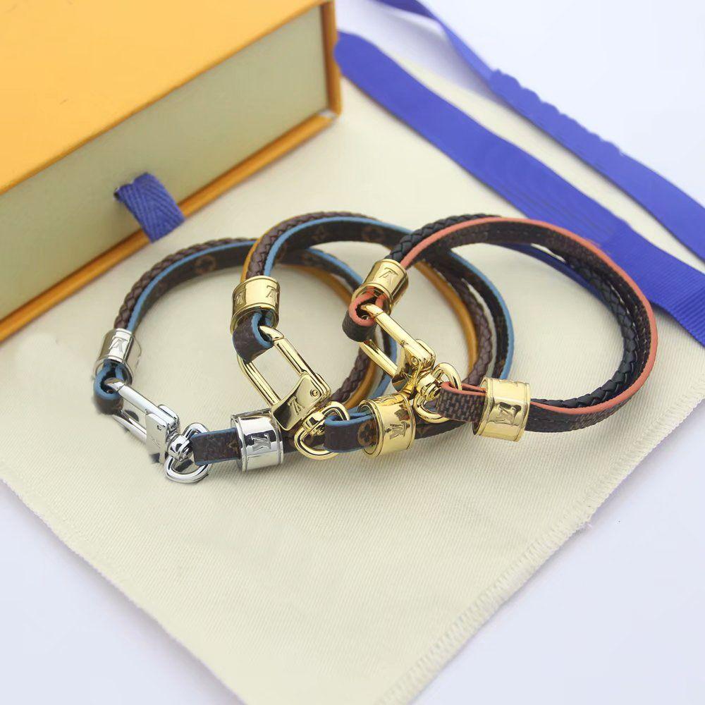 Moda nombre de marca pulseras Señora tres pisos estampados de flores cordón de cuero pulsera Carta Accesorios brazalete del metal con el oro 18K V