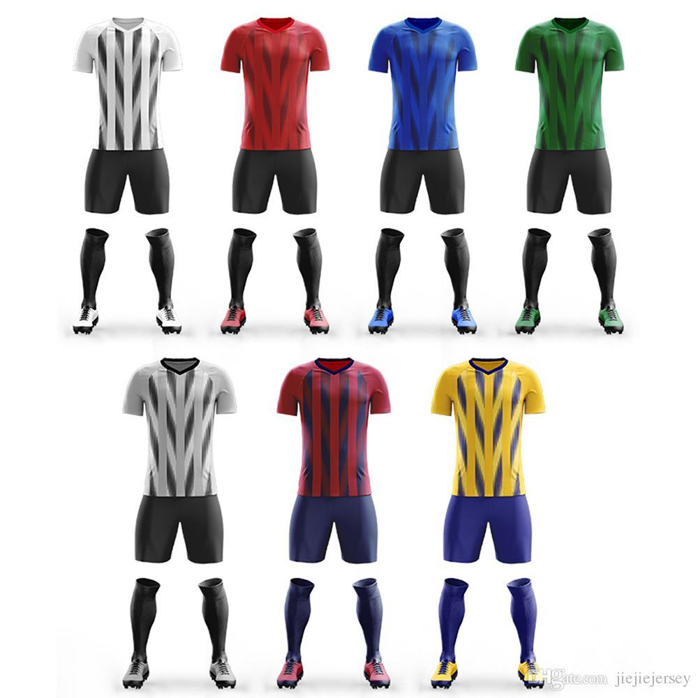 2020 nouveau joueur de football costume ensemble respirant tissu de 100% polyester uniforme à manches courtes