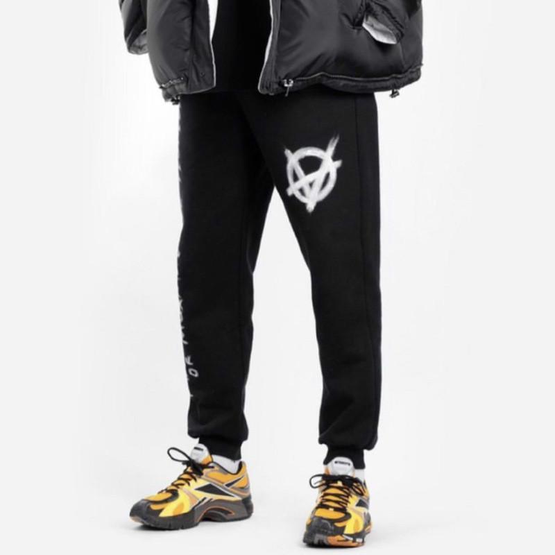 diseñador de marea VETEMENTS marca sportpants pantalones casuales Europa y América del VTM Weite Meng Wei impresión de cartas pantalones deportivos lema de graffiti