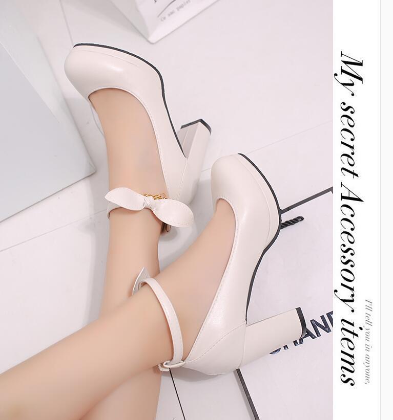 Hot Korean Brautschuhe Beige Hochzeitskleid Schuhe Bow Schnalle Rundkopf-hohe Absätze Raue einzelne Schuhe Damen High Heels Drei Farben wählen
