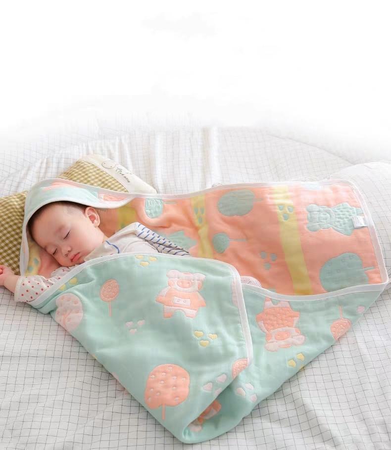 Neugeborenes Baby, das durch das Kreißsaal Handtuch gehalten Neugeborenen durch Frühling und Herbst Baumwollgaze Sommer dünne Babysteppdecke gewickelt