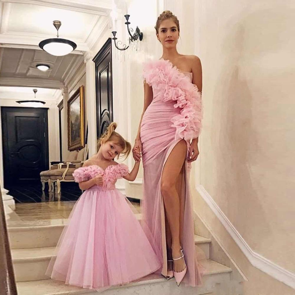 2020 New Cheap Pink Mother and Daughter Prom Dresses One Shoulder Tulle Mermaid Side Split Tiered Flowers Formal Evening Gowns Party Dress