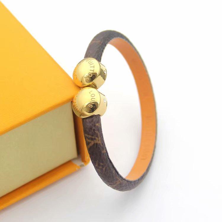 Pulseras con nombre de la marca de moda Lady Print Flower V Letter Design Pulsera de cuero Brazalete con 18k Oro doble hebilla de uñas redonda