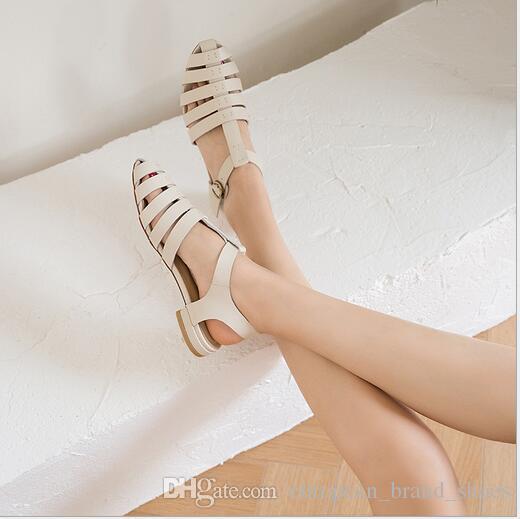 Nuovo stile di sandali da donna con fibbia ad una parola in Baotou
