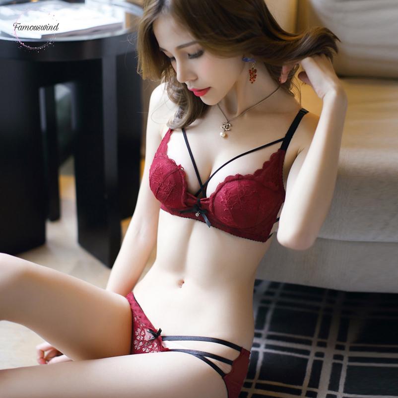 Vendita Hot Sexy Hollow donne Set da ricamo a V profondo convertibili cinghie non Lace Bra Set biancheria Giovane Bra Brief Set