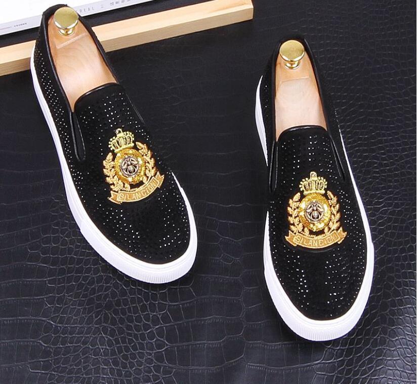 2020 Neue Luxus Dandelion Spikes Flache Lederschuhe Strass Fashion Men Stickerei Loafer Kleid-Schuhe Rauchen Slipper Freizeitschuh