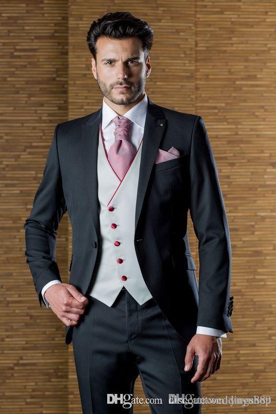 Top Design Smoking dello sposo One Button Black Peak Risvolto Groomsmen Best Man Suit Abiti da uomo (Jacket + Pants + Vest + Tie)