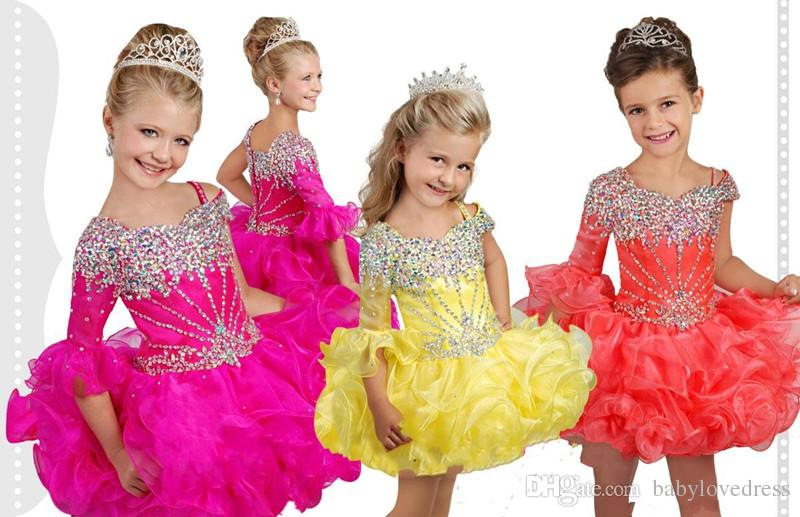 Adorável 2020 Cupcake criança Meninas Pageant Vestidos Hot Rosa Amarelo Um ombro vestido de mangas compridas de organza Curto Ruffles cristal flor Meninas
