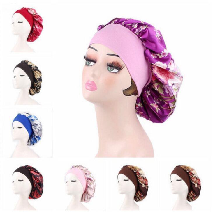 Frauen Satin Bonnet Cap Nachtschlaf Haar-Kopf-Abdeckung Wide Band Elastic Hut Adjust-Kopf-Abdeckung Satin-Blumen-Druck Turban Krebs Cap